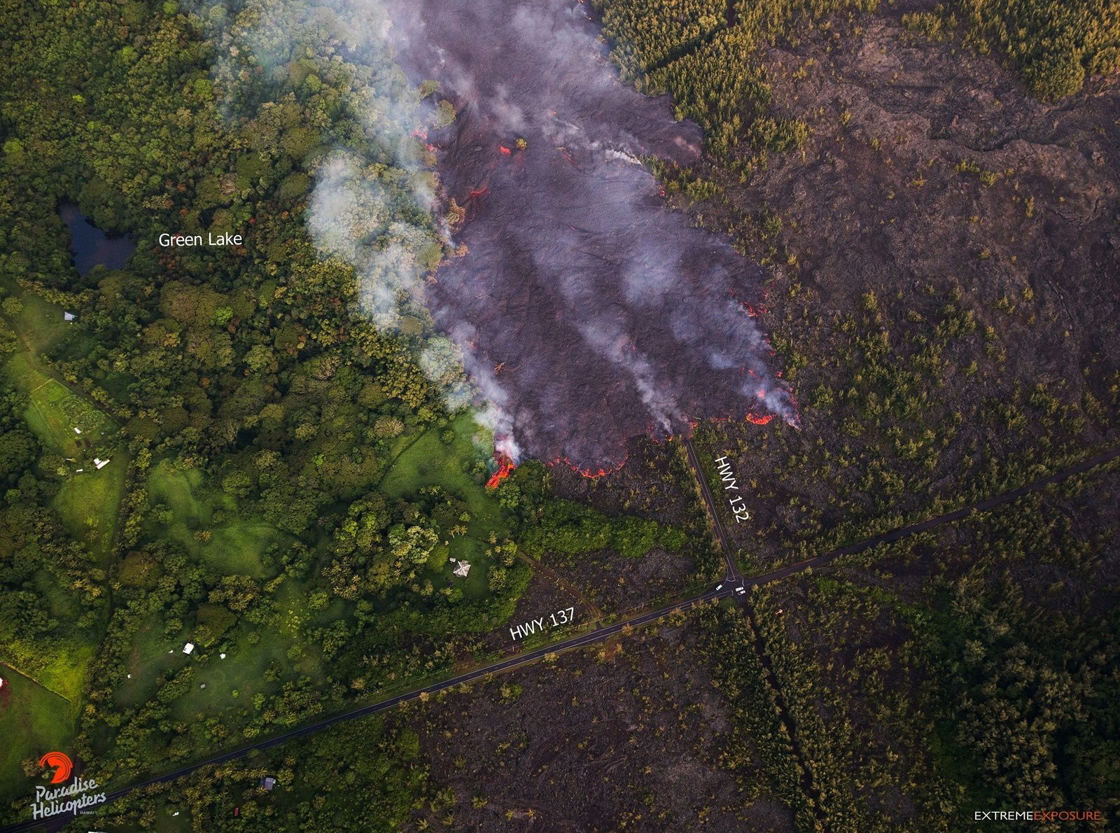 Kilauea East rift zone - the lava flow of crack 8 approaches Four Corners on 02.06.2018 / 5:45 - photo Bruce Omori / Paradise Helicopters