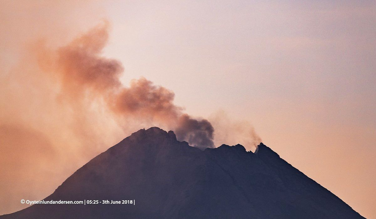 Merapi, surmounted by a slight plume of gas this June 3 / 5:25 - photo Oystein Lund Andersen