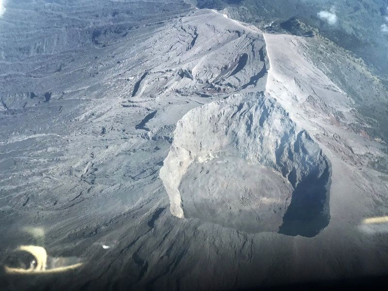 Top of the Agung and lava dome in the crater - photo attached to the report of 07.06.2018 / PVMBG