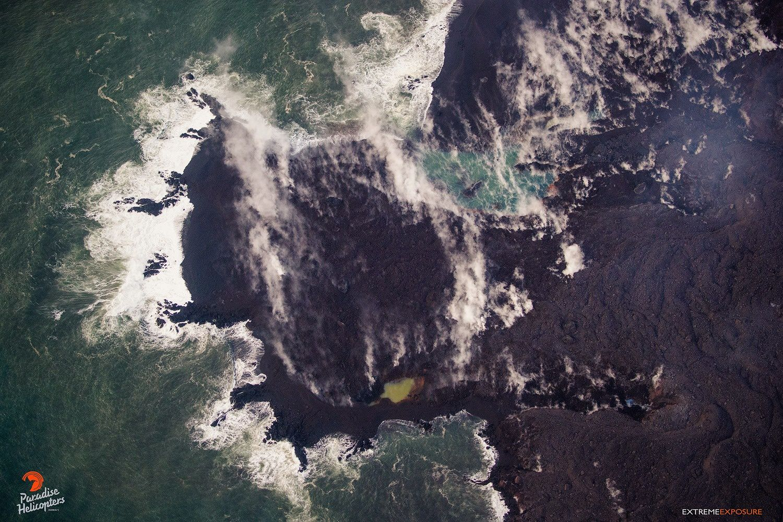 Kilauea zone de rift Est - 11.06.2018 / 5h45 - le nouveau traite de côte se modifie de façon intéressante  - photo Bruce Omori