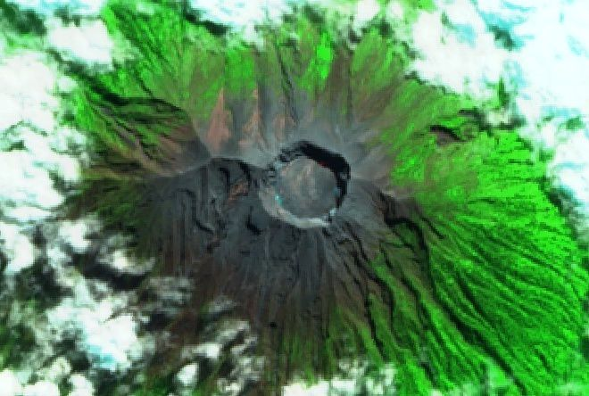Agung - the crater in zenith view by Sentinel 2 SWIR on 07.06.2018