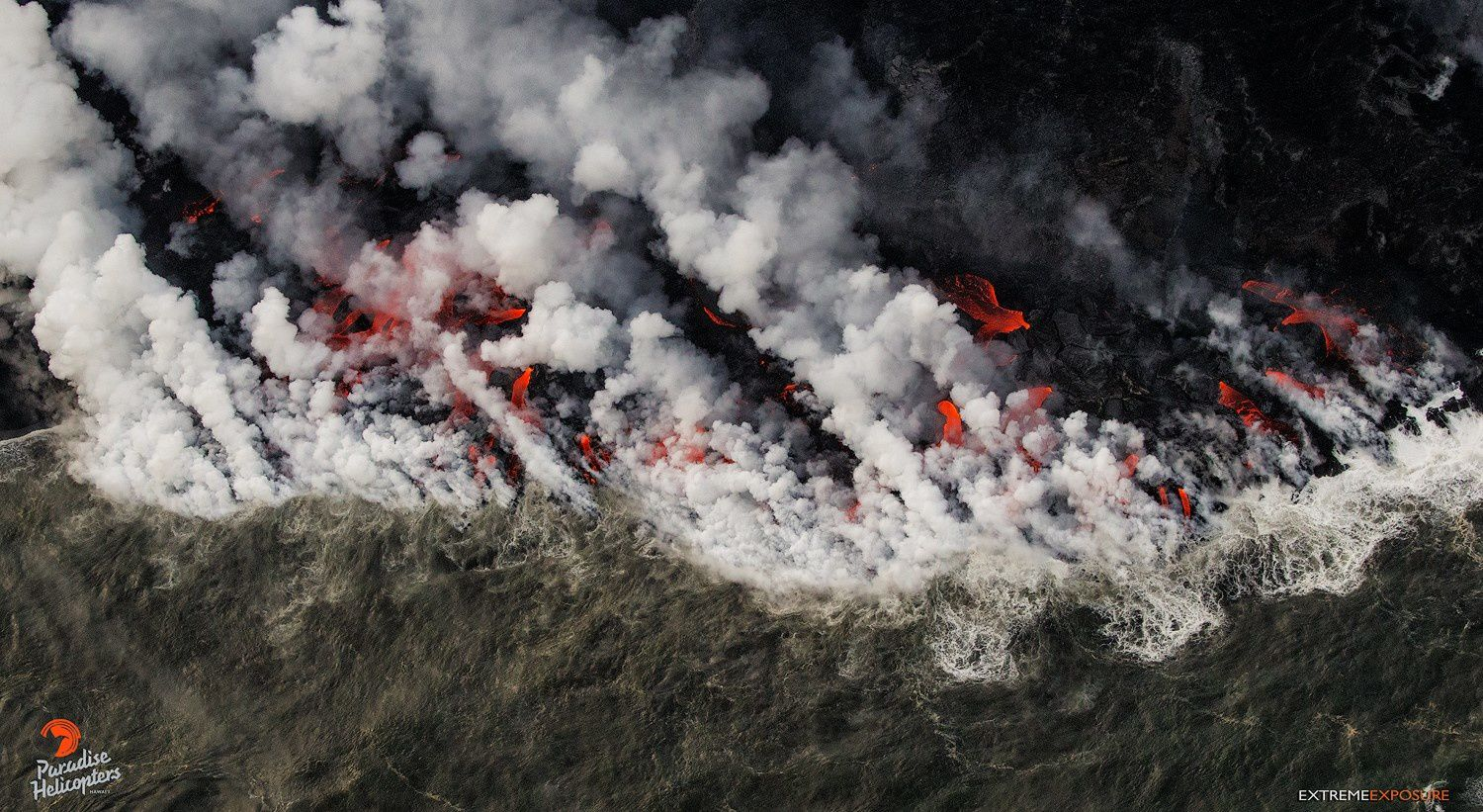 Kilauea East Rift Zone - Entry into the Ocean at Kapoho: Many lava fingers and incandescent points - Photo Bruce Omori / Paradise helicopters 12.06.2018 / 5h45