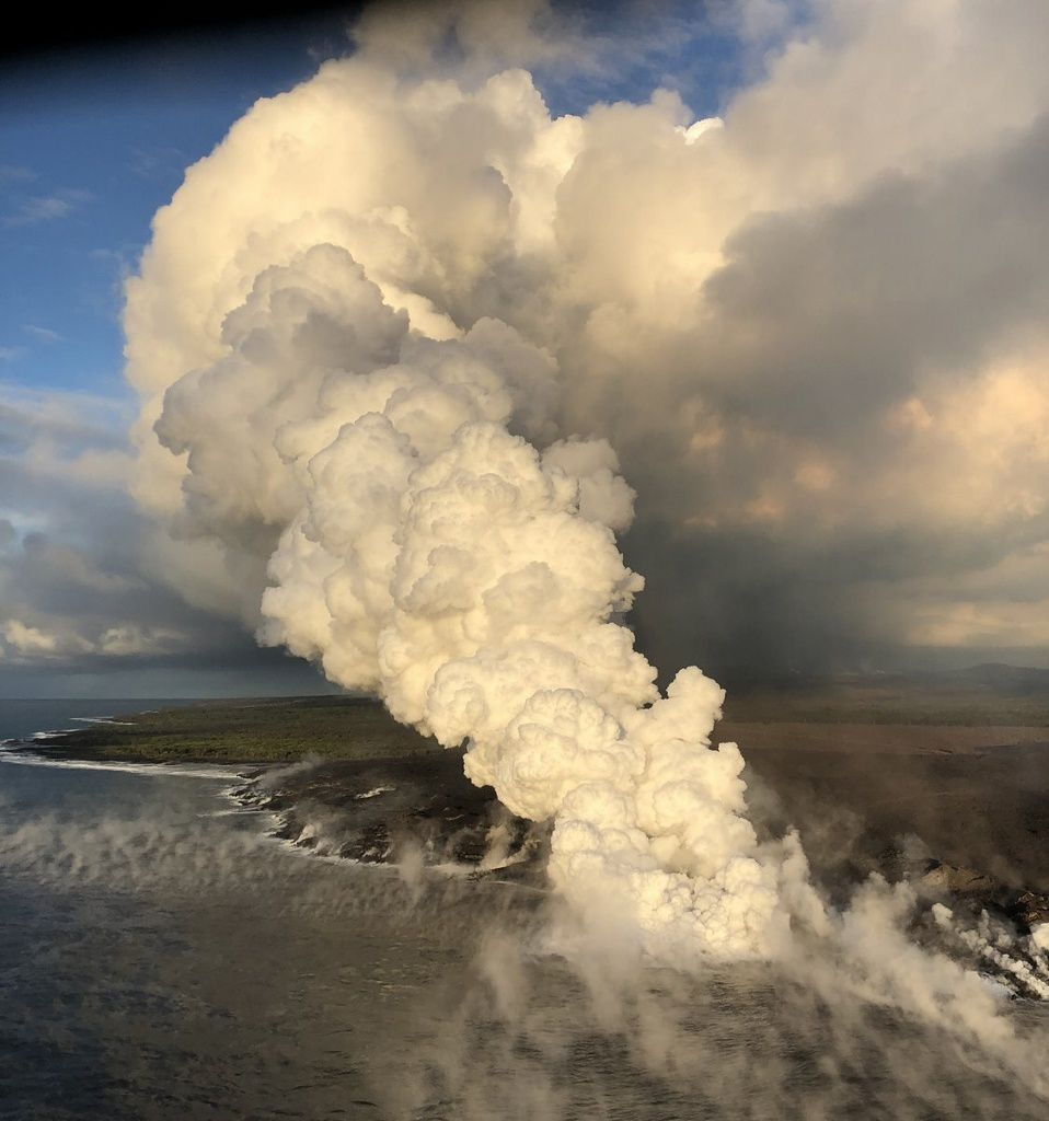 Kilauea East rift zone - 13.06.2018 - lava inlet in the ocean generates a laze plume blown towards the coast - USGS photo