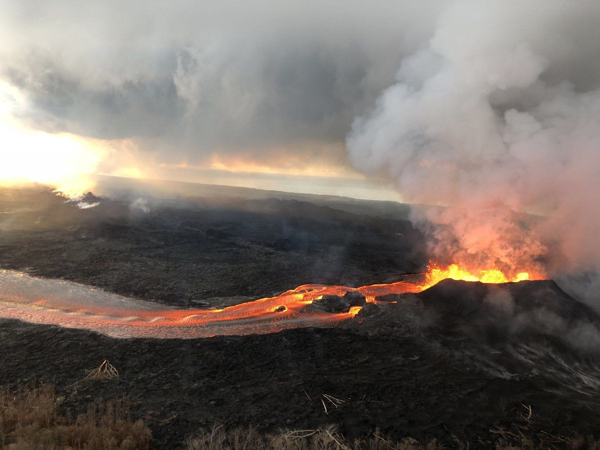 Kilauea East Rift Zone - 13.06.2018 - spatter cone, lava fountains and cast / crack 8 - USGS photo