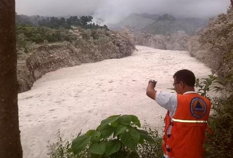 Lahar from Santiaguito on Rio Nima - photo Conred