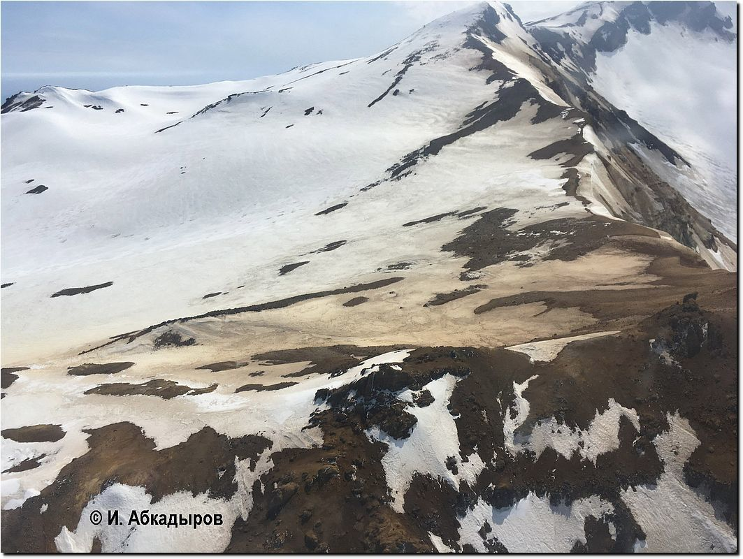 Mutnovsky - 06.06.2018 - ash deposits on the edges of the crater following a probable water eruption - photo IVS FEB RAS