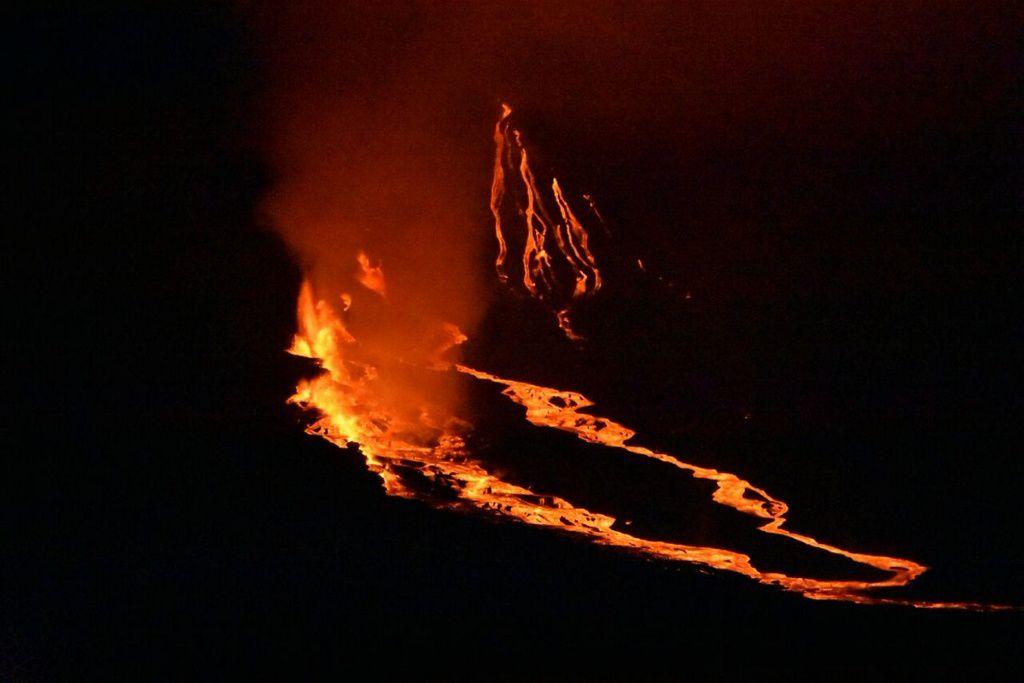 Fernandina / La Cumbre - éruption fissurale - photo Dr. Marcelo Izquierdo - Yate La Pinta 17.06.2018
