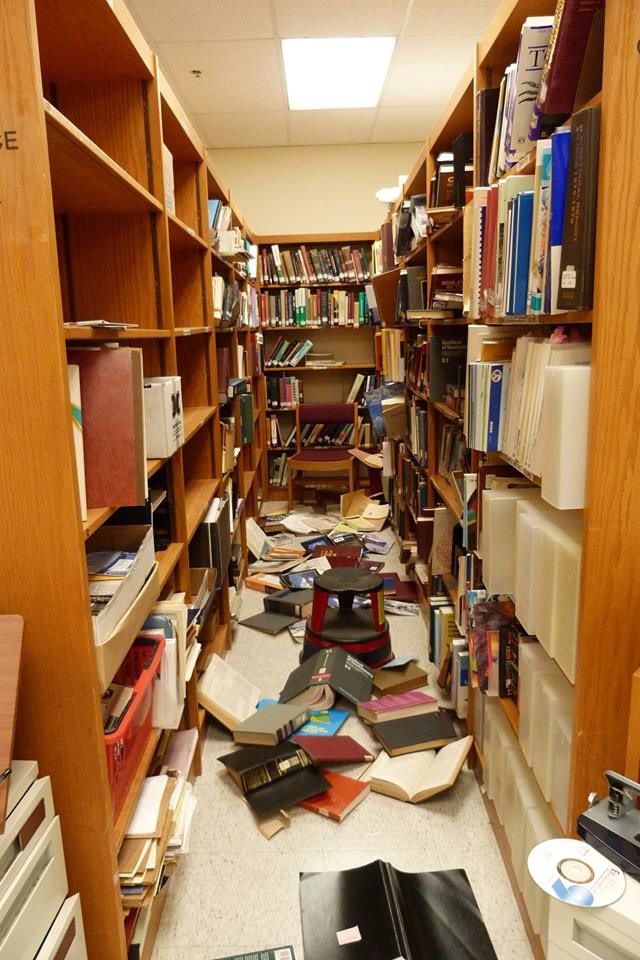 Kiluaea summit - the library of the HVO relieved by the frequent earthquakes - Doc.USGS 18.06.2018