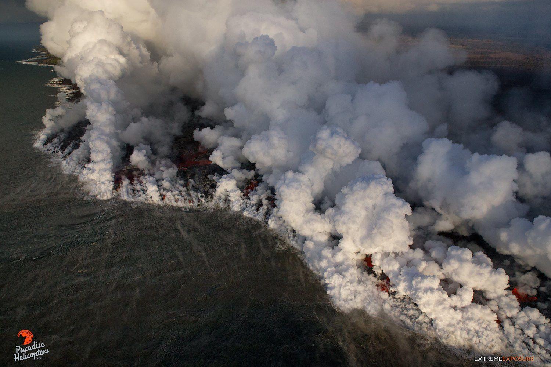 Kilauea zone de rift Est - L'entrée de l'océan était incroyable ... elle a grandi en largeur à plus d'un mile, avec des dizaines sur des dizaines de doigts de lave entrant dans l'océan - photo Bruce Omori .