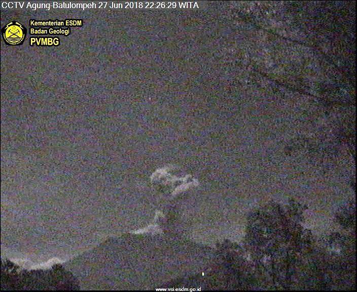 Agung - eruptive plume of 27.06.2018 / 22:26 WIB - webcam PVMBG