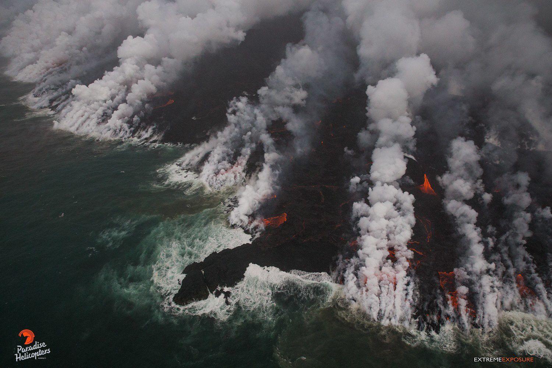 Kilauea zone de rift Est - 27.06.2018 - changements du trait de côte où diverses structures ont été recouvertes par la lave - photo Bruce omori / Paradise helicopters