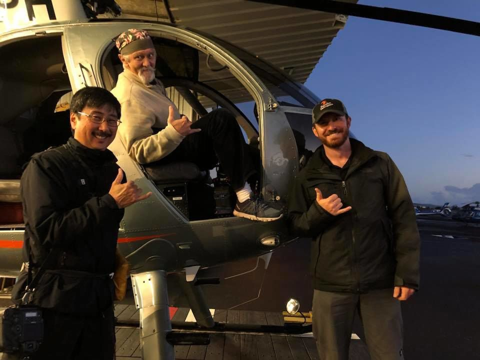 A nod of thanks to the team that gratifies us every day with exceptional images: from left to right, Bruce Omori, Mick Kalber and pilot Sean Regehr - photo Hot Seat Hawaii