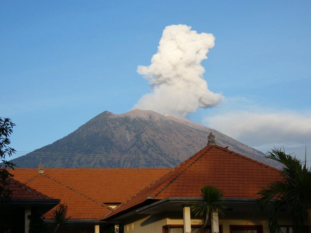 Agung - 02.07.2018 / 7h loc. - photos of Thierry Sluys on the spot - one click to enlarge