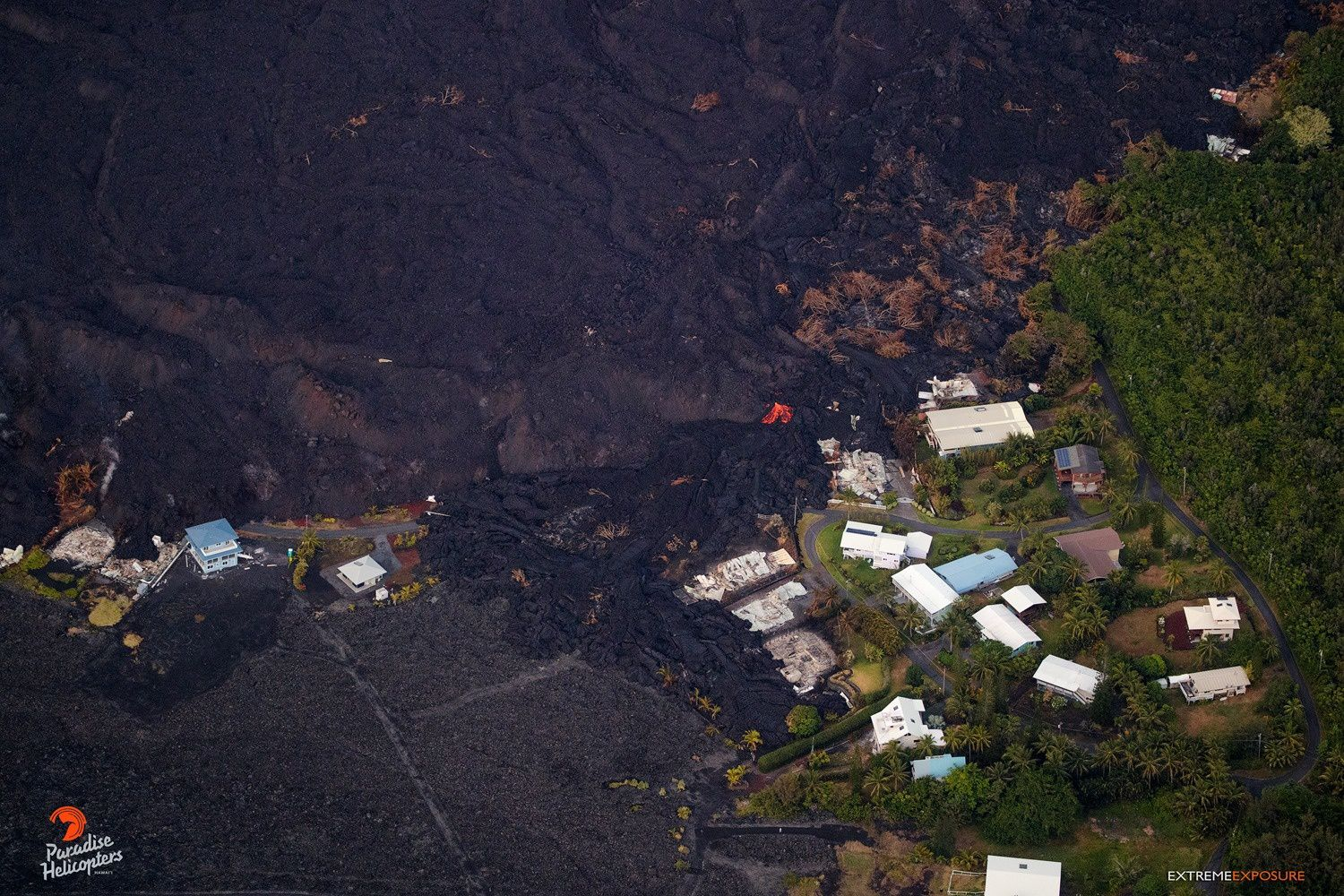 Kilauea East rift zone - lava threatens the last houses still intact north of the delta - photo 02.07.2018 / 05:45 Bruce Omori / Paradise helicopters