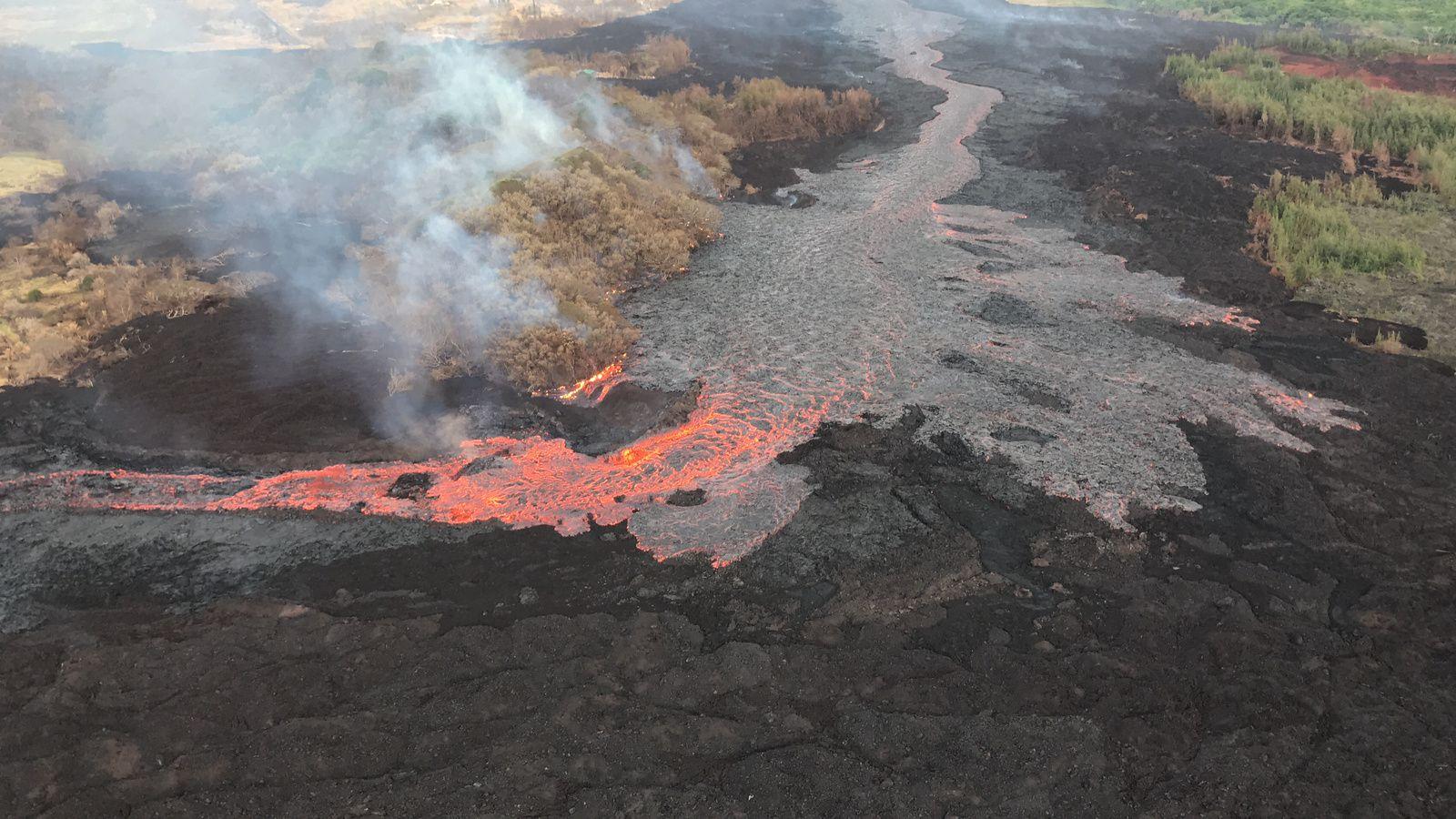 Kilauea zone de rift Est - évolution du bloquage de la coulée canalisée, avec débordements de lave - photos USGS 03.07.2018