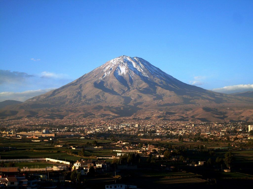 El Misti dominates the populated city of Arequipa - photo Ingemmet