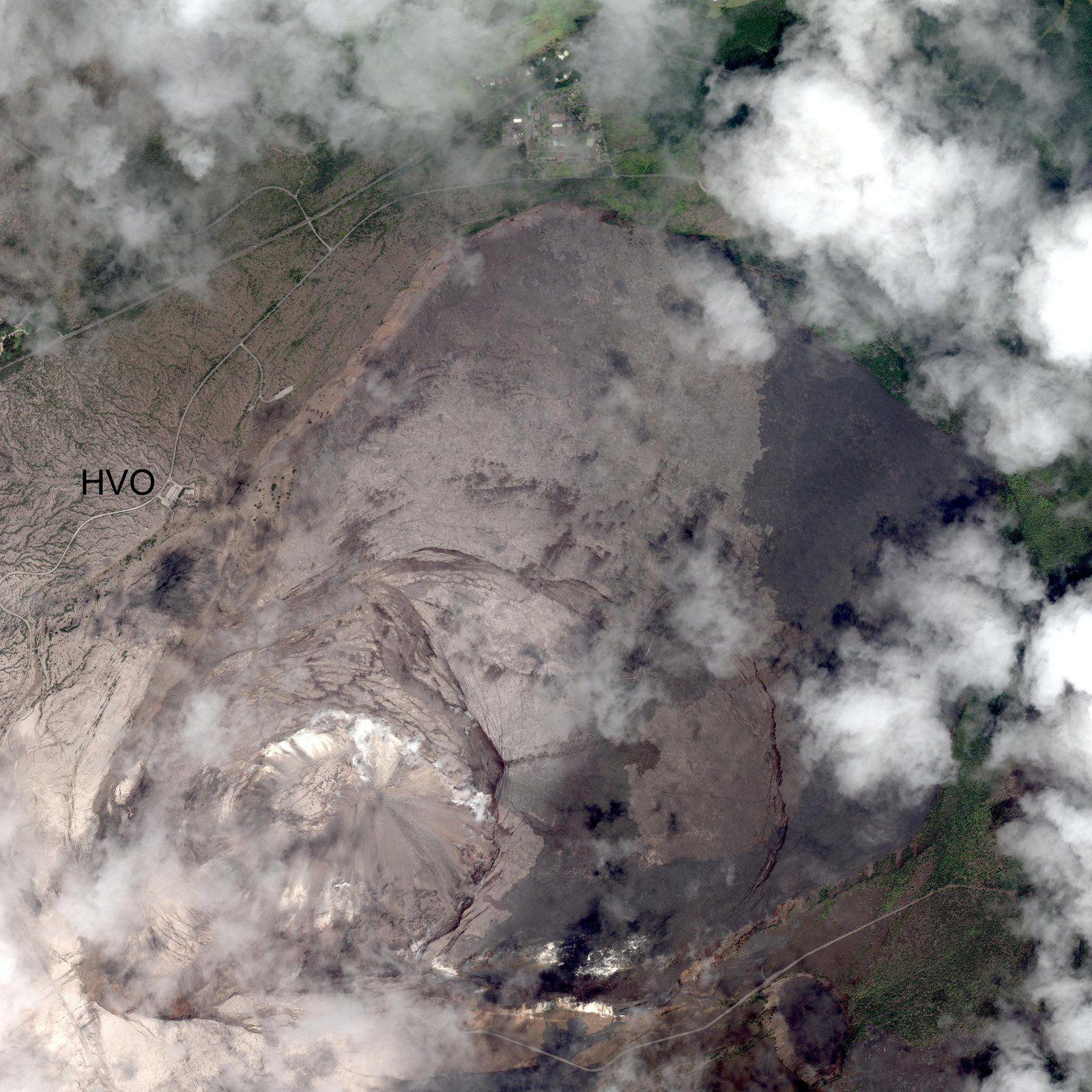 Kilauea zone sommitale - fortes fractures sur une image du satellite worldView 3 le 3 juillet - Doc.HVO-USGS