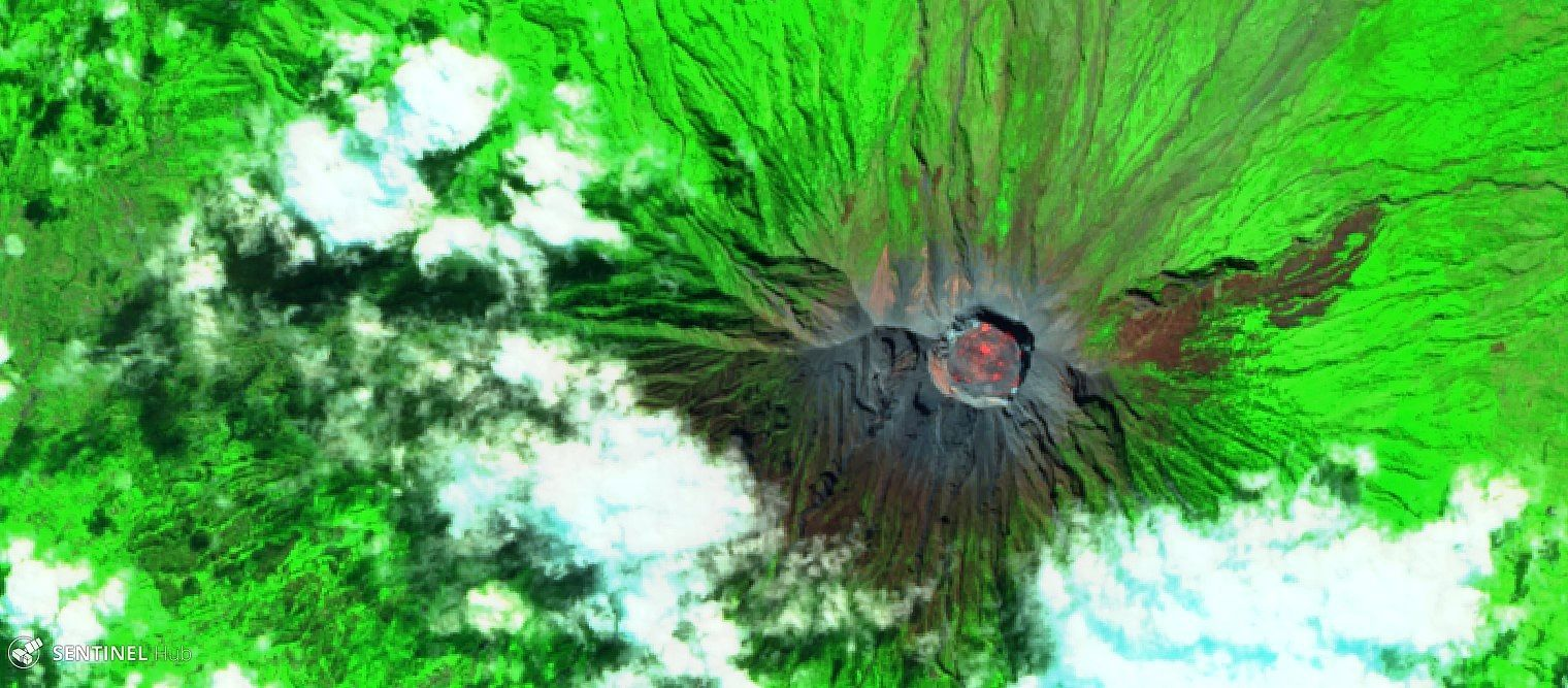 Agung - Sentinel 2 SWIR image of the summit crater, respectively 02.07 (top) and 07.07.2018 (bottom) highlighting the differences in incandescence - one click to enlarge