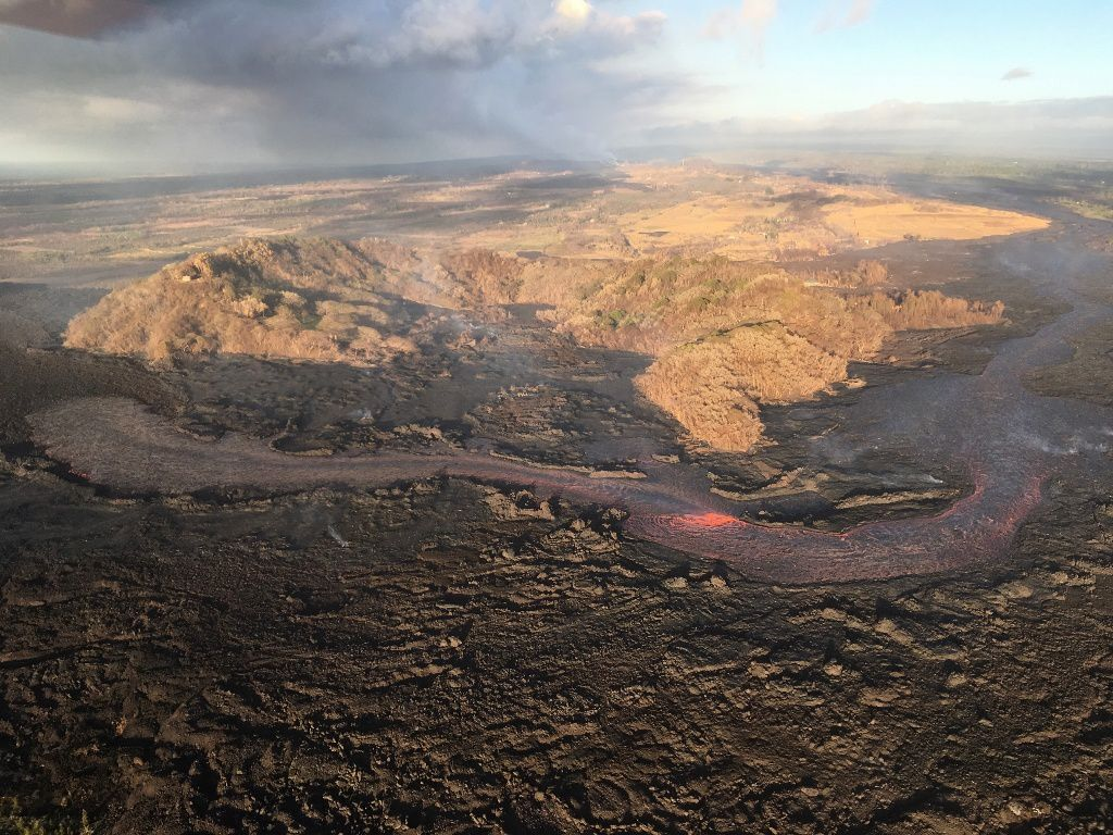 Kilauea East rift zone - the lava flows of fissure 8 dives under the a'a flows, south of the Kapoho crater (on the left of the photo) - HVO-USGS photo