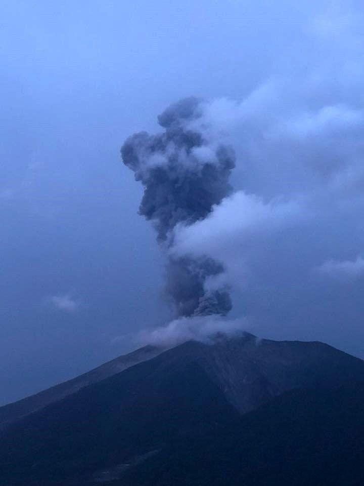 Fuego - photo William Chigna, Unidad de Prevención de Volcanes via Conred