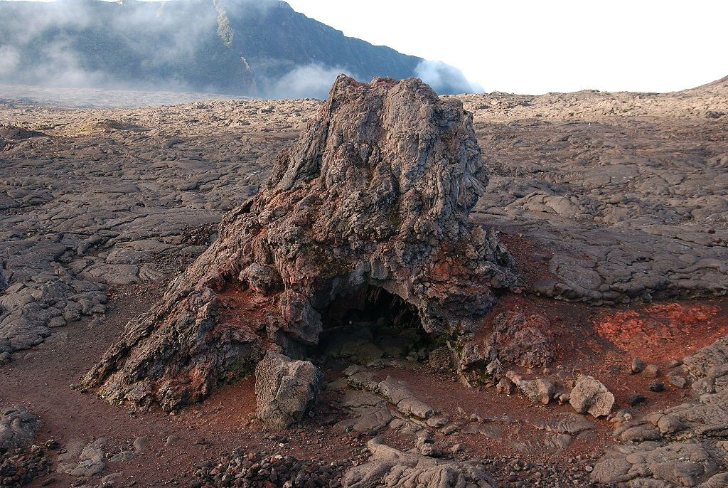Piton de La Fournaise - Rosemont Chapel, one of the hornitos ... before his disappearance - Dunog photo