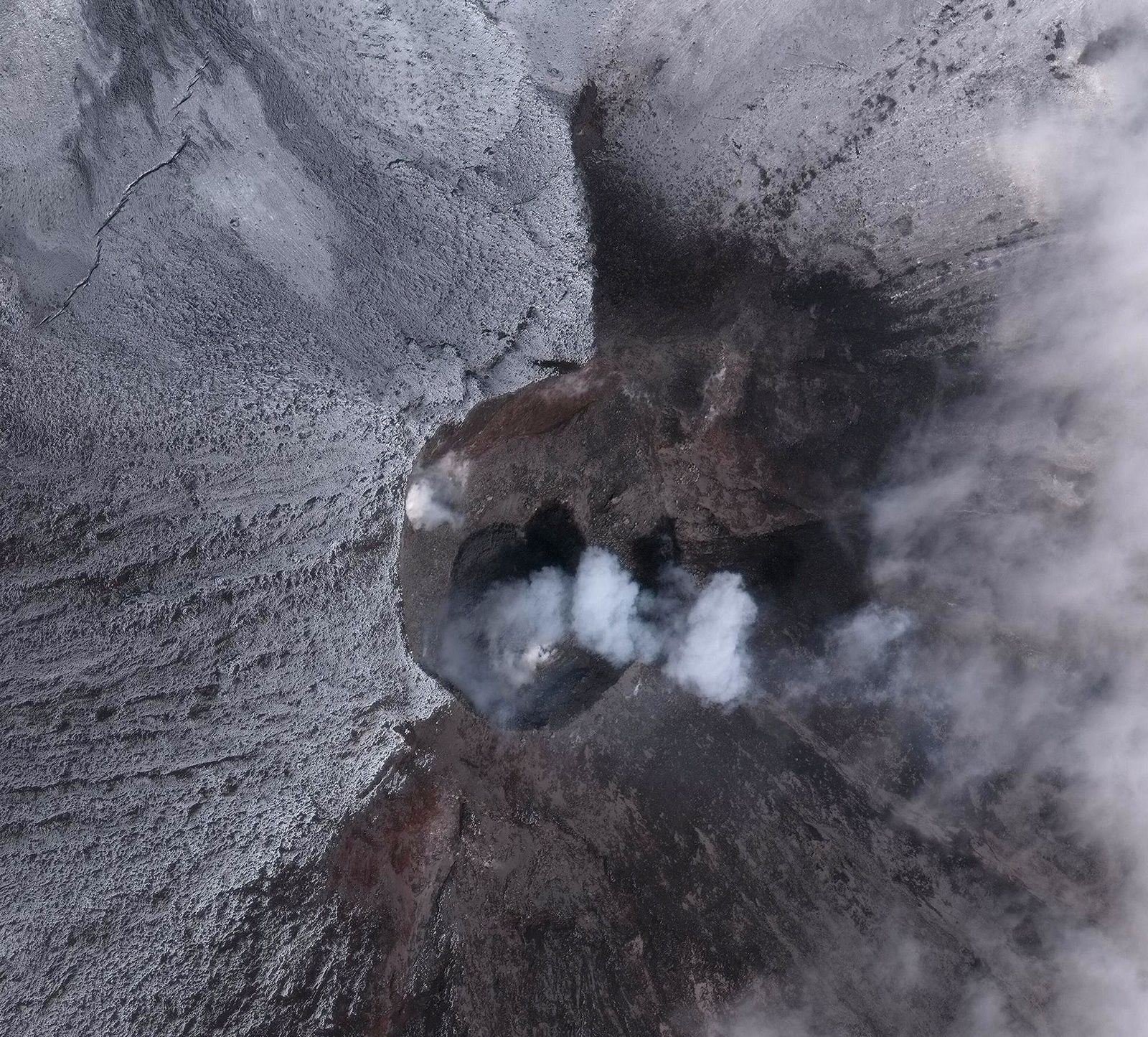 Cleveland - circular lava flow 8 meters in diameter, extruded in late June 2018, and minor steam emissions - image Worldview-3 satellite via Dave Schneider / AVO
