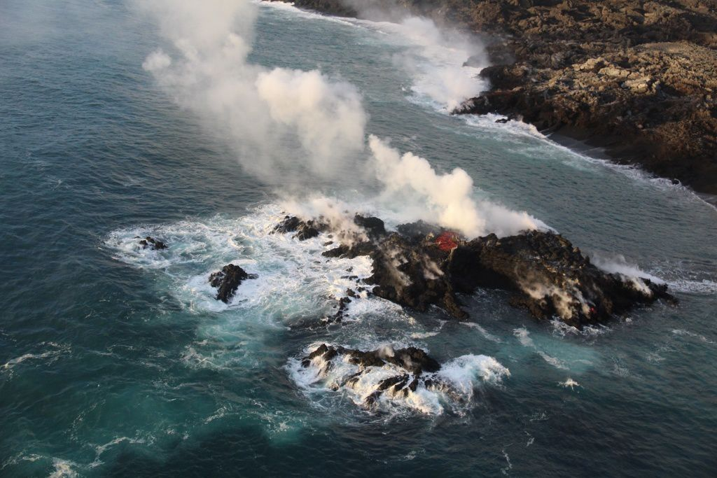 Kilauea East rift zone - A tiny new island of lava has formed on the northernmost part of the ocean entry - photo HVO-USGS