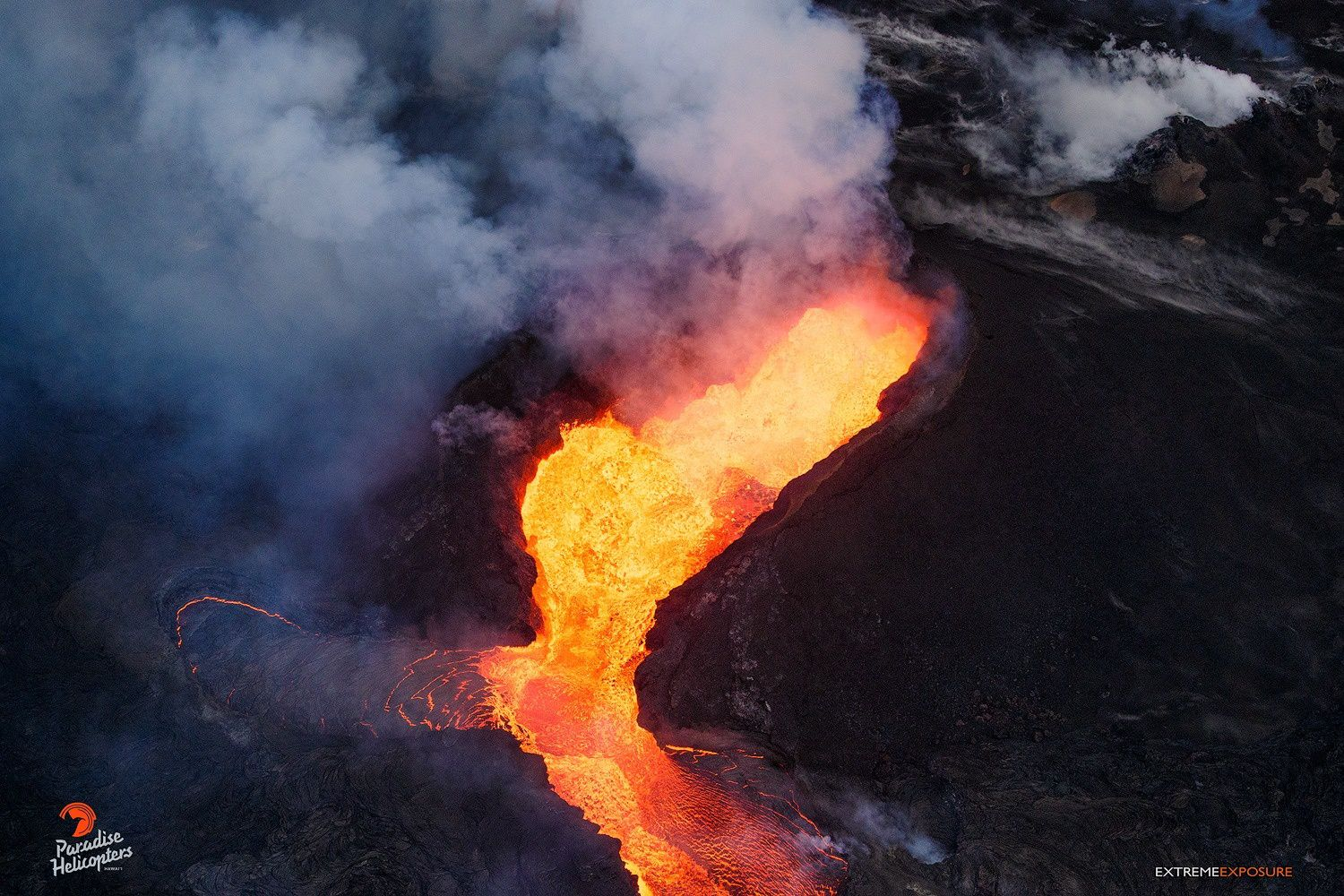 Kilauea East rift zone - 13.07.2018 / 18h loc. - the spatter cones on the fissure 8 and the beginning of the canalized casting - photo Bruce Omori