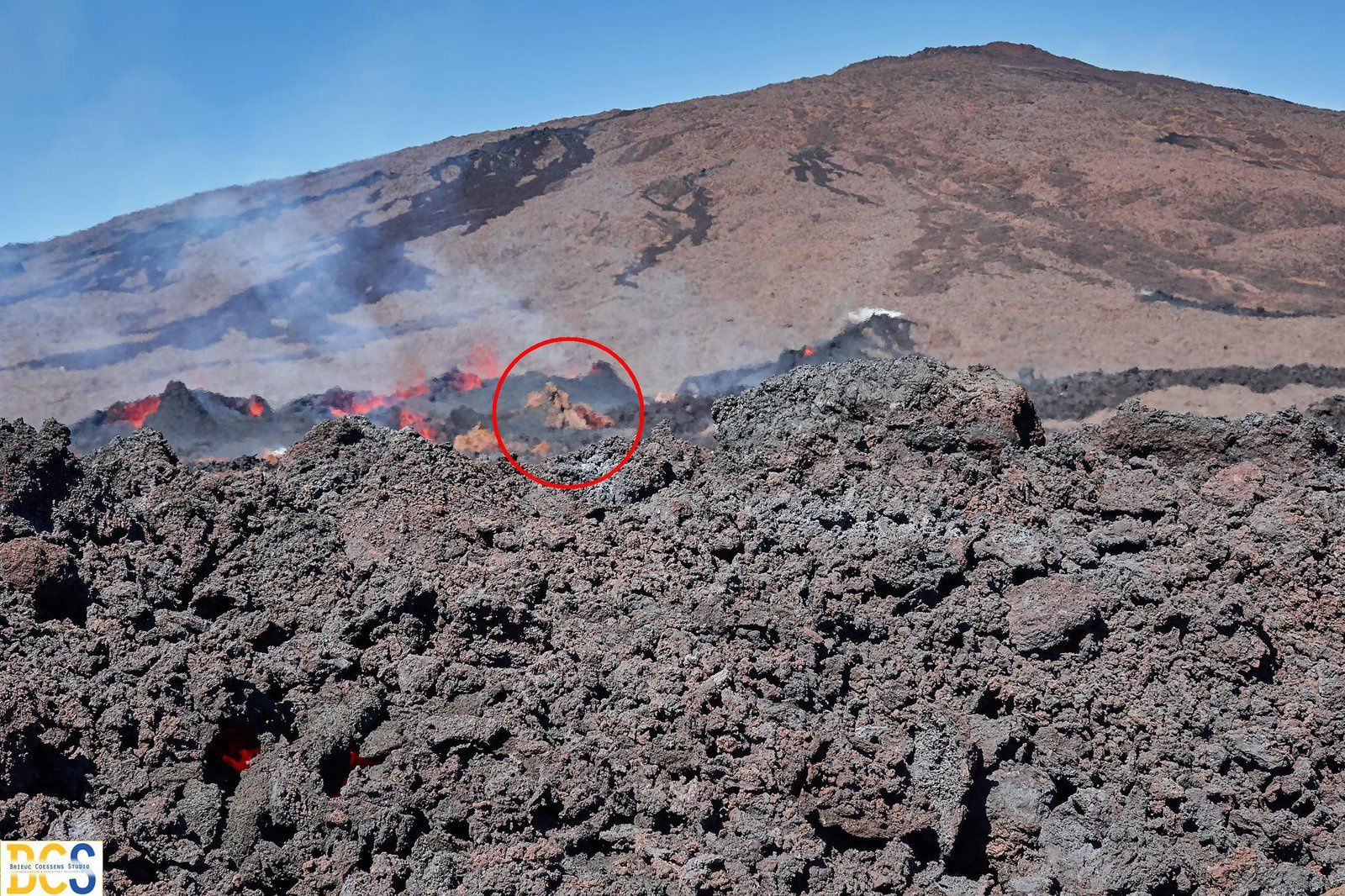 Piton de La Fournaise - disappearance of the Rosemont Chapel (red circle) under the lava of the flows - photo 13.07.2018 © Brieuc Coessens