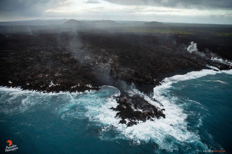 Kilauea zone de rift Est - la petite île récemment formée s'est transformée en péninsule - photo Bruce Omori 16.07.2018