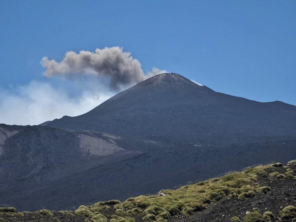 Etna - cendres émises par le cratère nord-est (NEC) - photo 18.07.2018 Gio Giusa