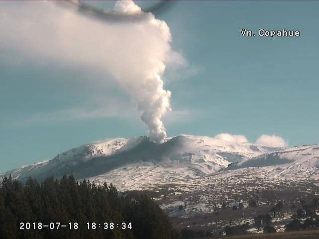 Copahue - 18.07.2018 / 18h38 - episode of intense degassing - webcam Sernageomin