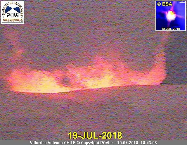 Villarica - summit glow on 19.07.2018 / 18h43 - photo POVI