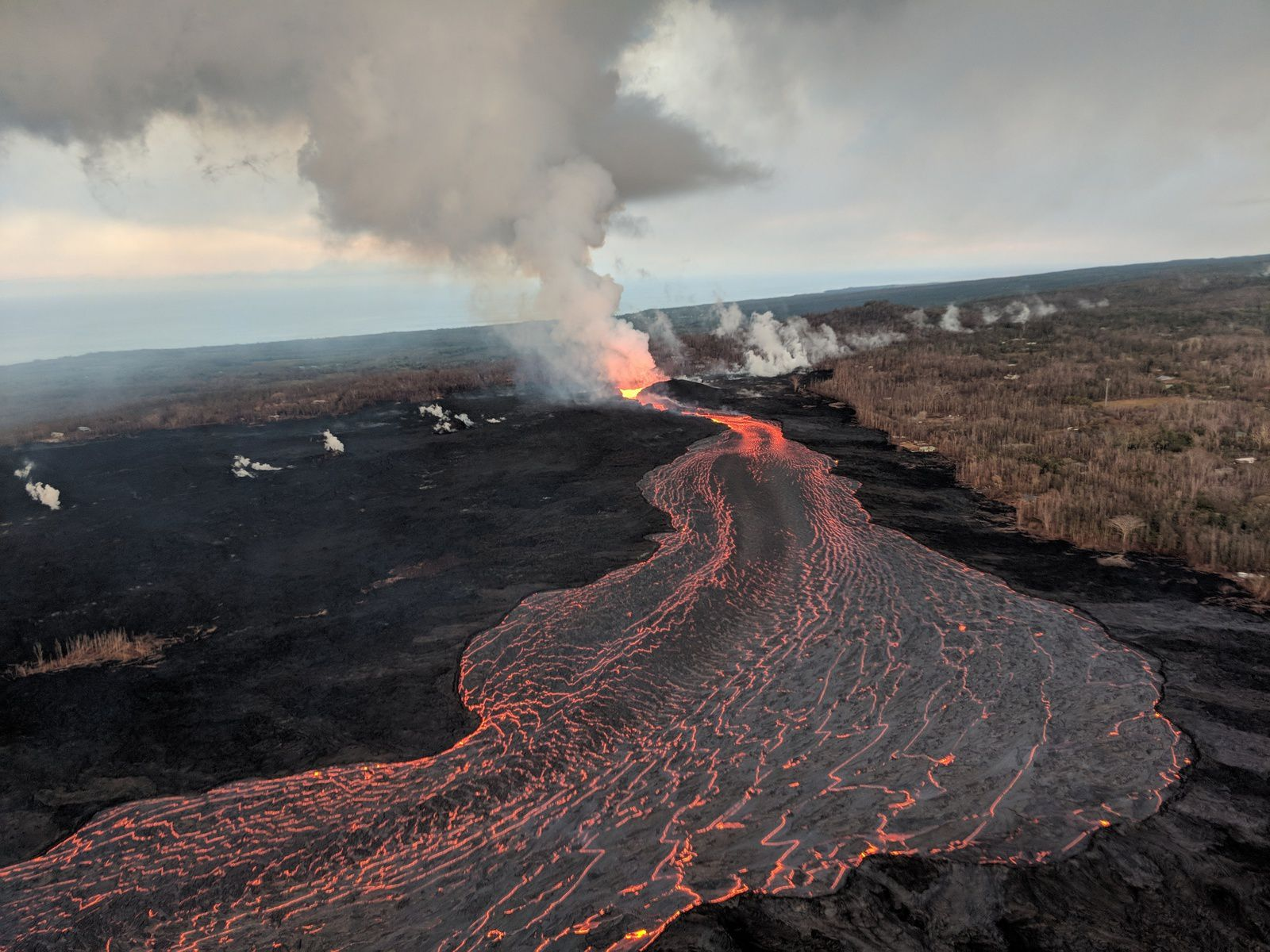 Kilauea East rift zone - the cone on fissure8 and the lava flow - USGS photo 22.07.2018