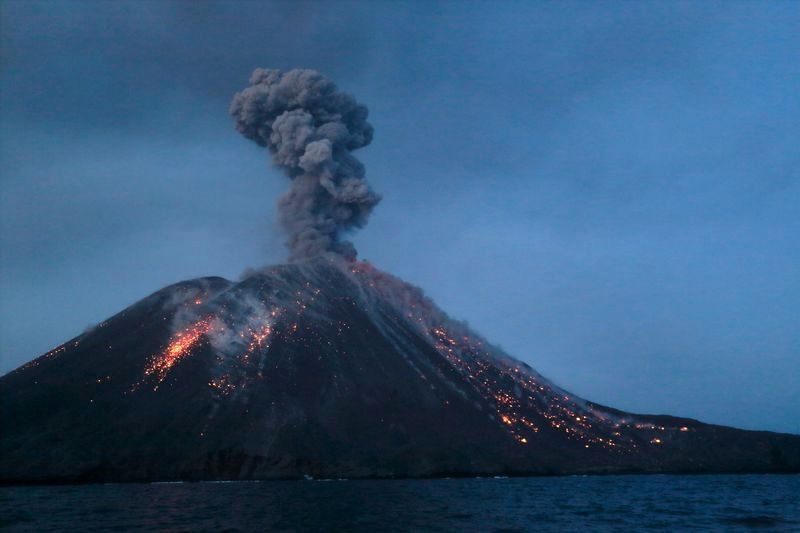 Krakatau - photo Pascal Blondé / special eruption Adventure and volcanoes / 16 to 22.07.2018