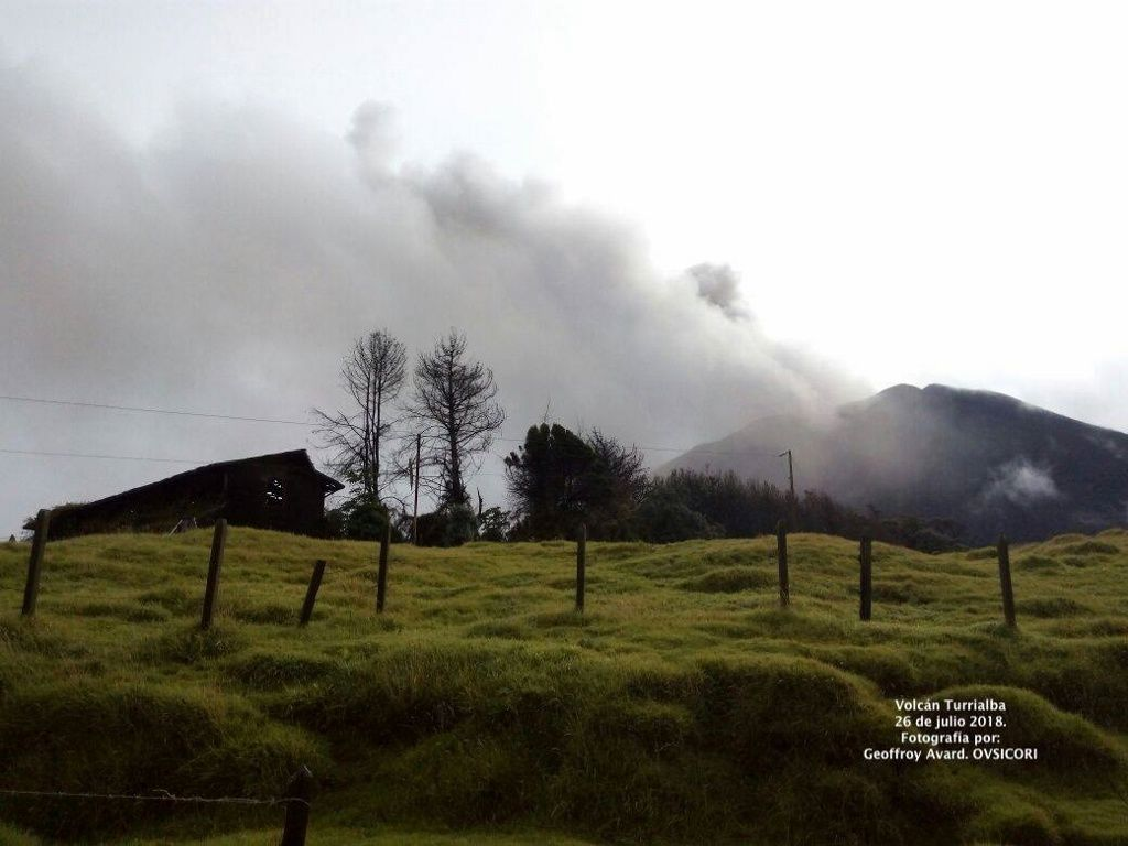 Turrialba - 26.07.2018 - General view: Geoffroy Avard / Ovsicori - Crater view: RSN webcam