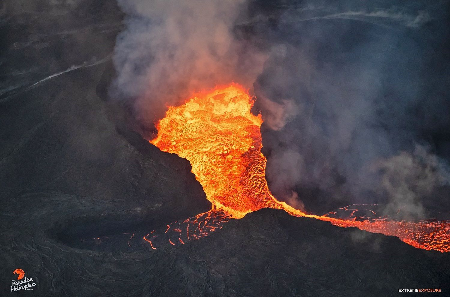 Kilauea East rift zone - the level of lava has dropped both inside the cone spatter and at the level of the flow - photo Bruce Omori