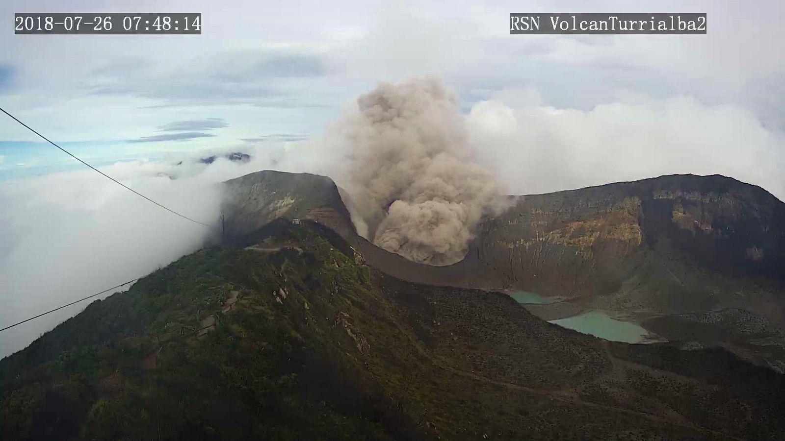Turrialba - 26.07.2018 - vue générale : Geoffroy Avard / Ovsicori - vue sur le cratère : webcam RSN