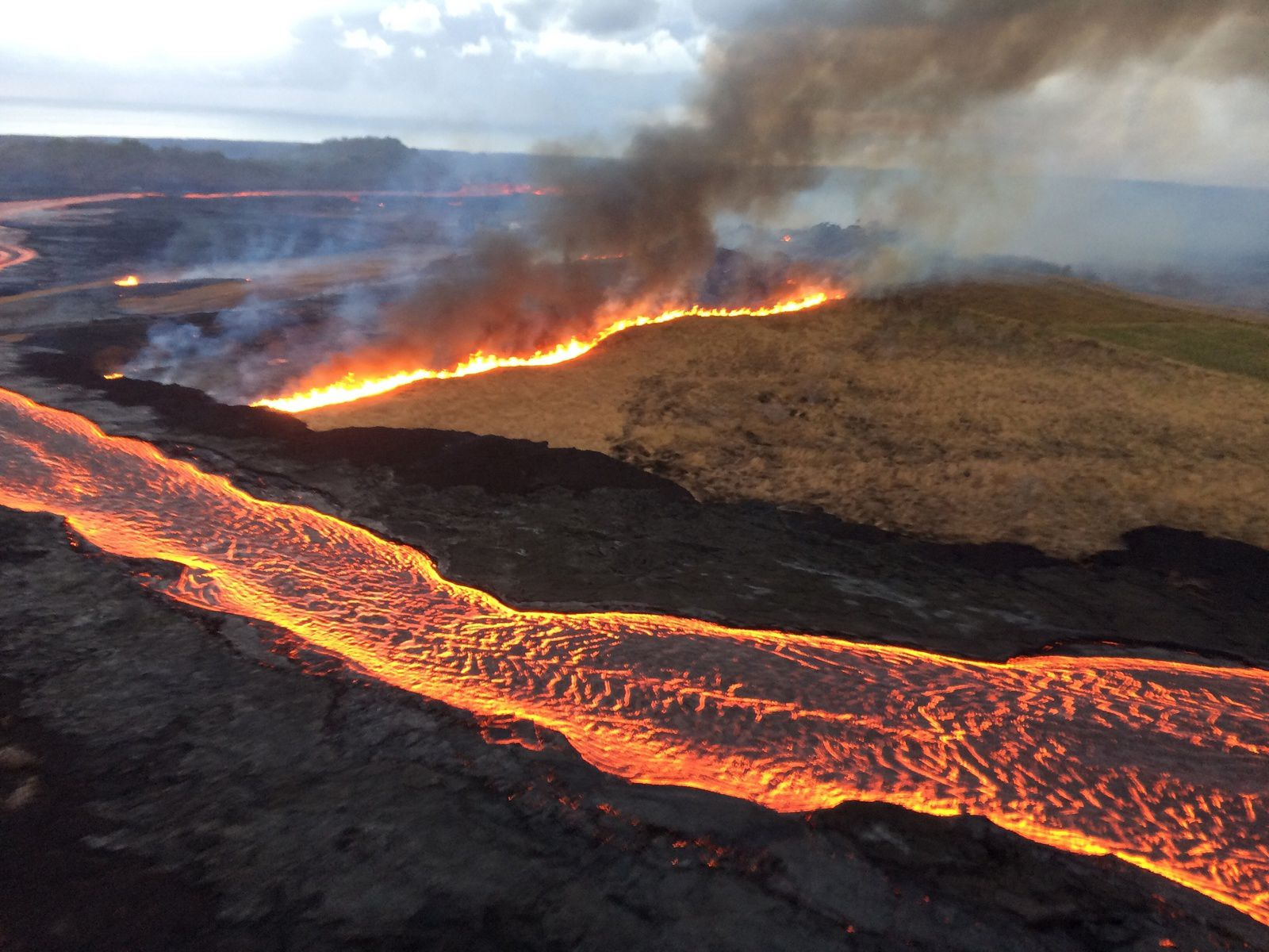 Kilauea East rift zone - fire on the spatter and cinder cone Halekamahina, generating dark smoke - photo 28.07.2018 USGS