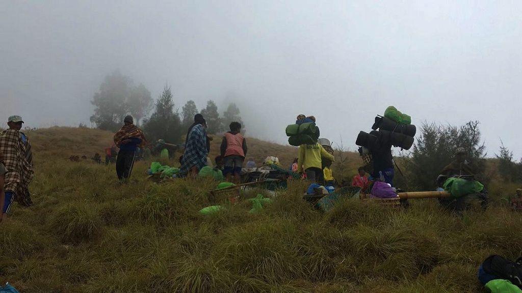 Rinjani - des randonneurs bloqués par les glissements de terrain - photo BNPB 29.07.2018