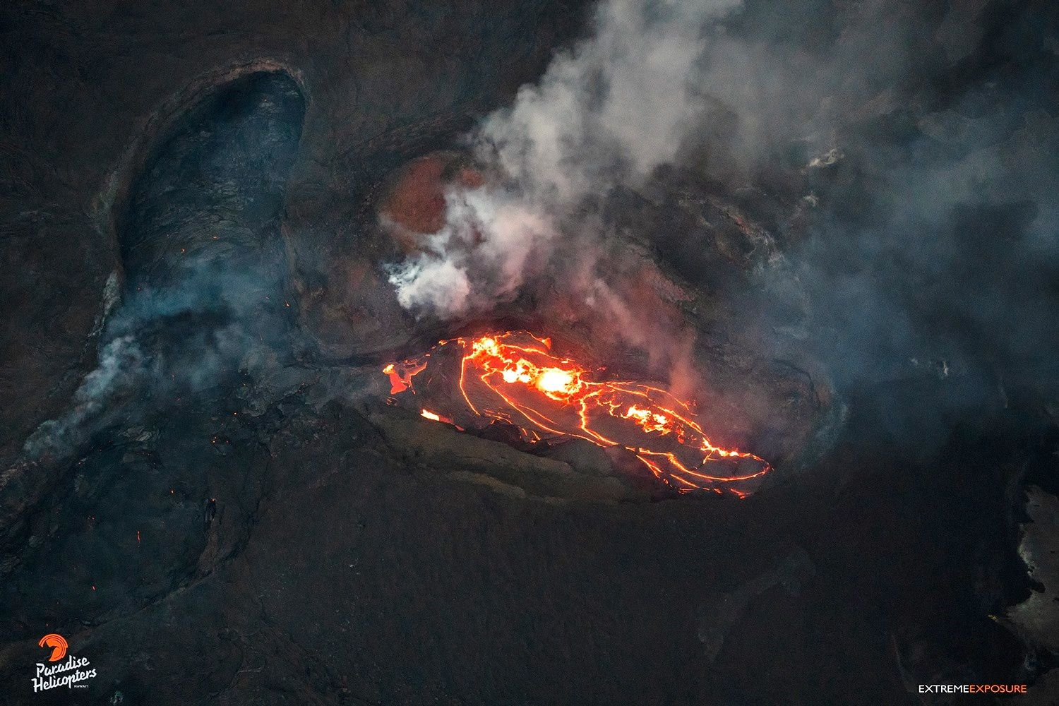 Kilauea East rift zone - fluctuations of the lava within the cone on fissure8 on the morning of 05.08.2018 - above, USGS photo - below, photo Bruce Omori