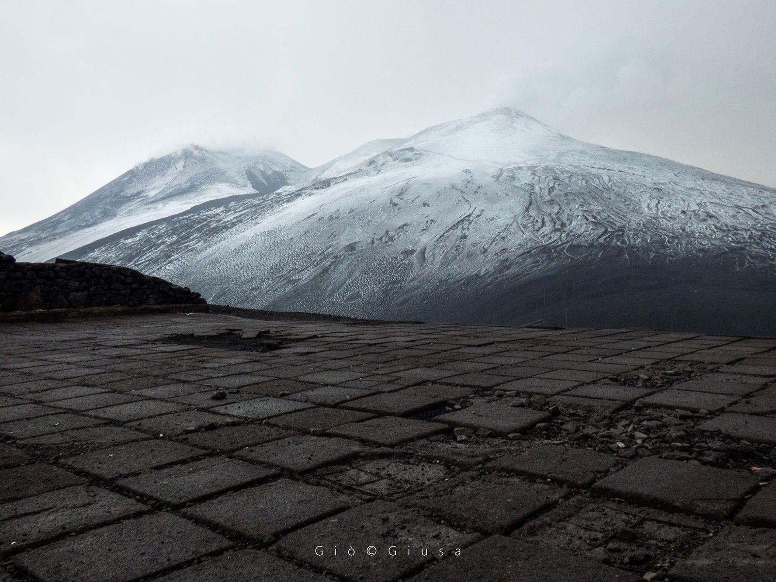 L'Etna en manteau blanc ce 09.08.2018 - photo Gio Giusa depuis Pizzi Deneri Etna Nord 2850 m.
