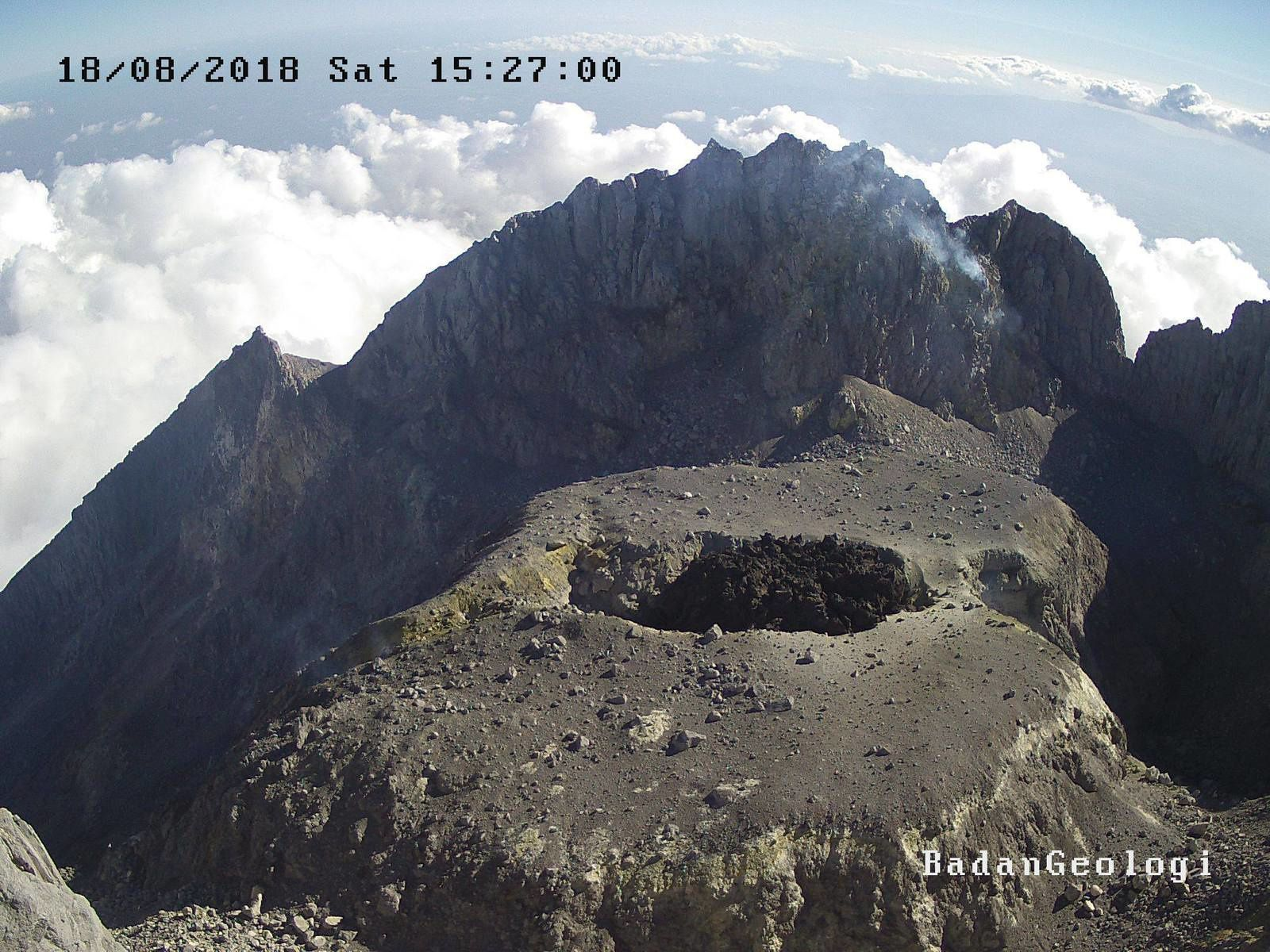 Merapi - the old dome fractured on 12.08.2018 and the new dome on 18.08.2018 - Webcams PVMBG