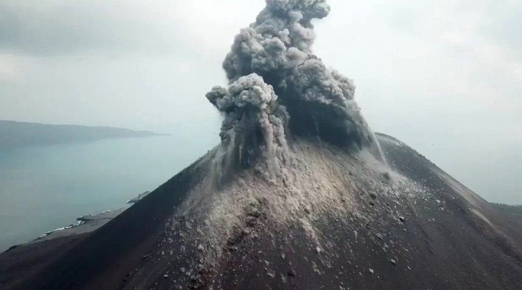 Anak Krakatau - in absence of photo of the last eruption, an observation of the activity on 18.08.2018 - photo BNPB