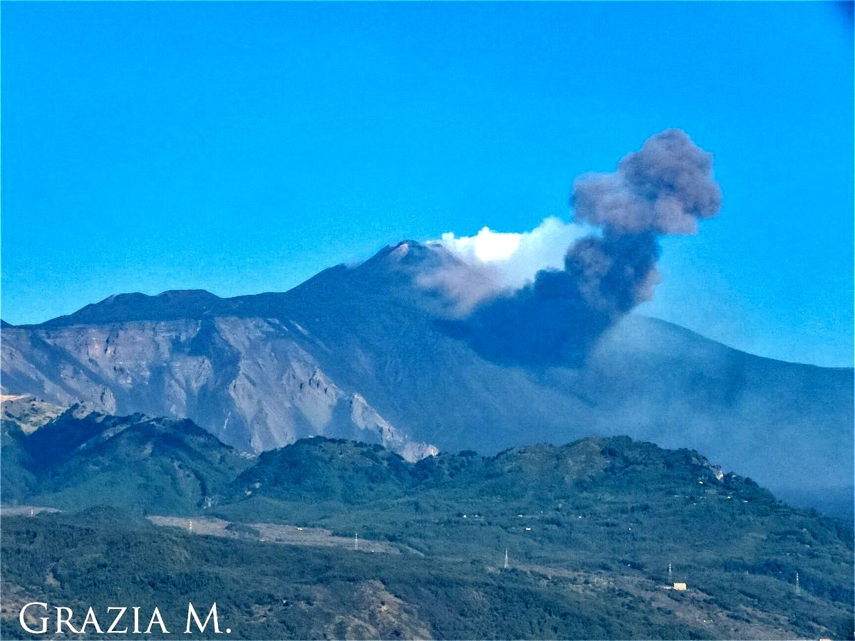 Etna NSEC - 05.09.2018 / 8:36 - view of the plume from Acireale - photo Grazia Emme / EtNative