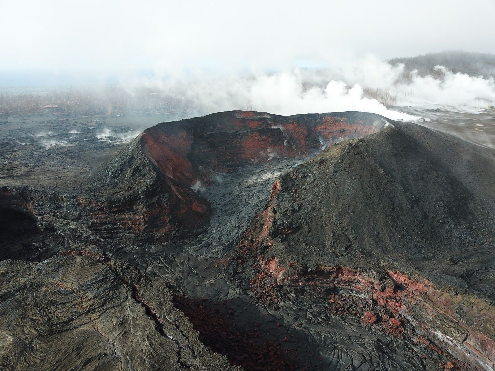 Kilauea East rift zone - evolution of the cone on fissure 8 - video about this link: https://volcanoes.usgs.gov/observatories/hvo/multimedia_uploads/multimediaFile-2627.mp4