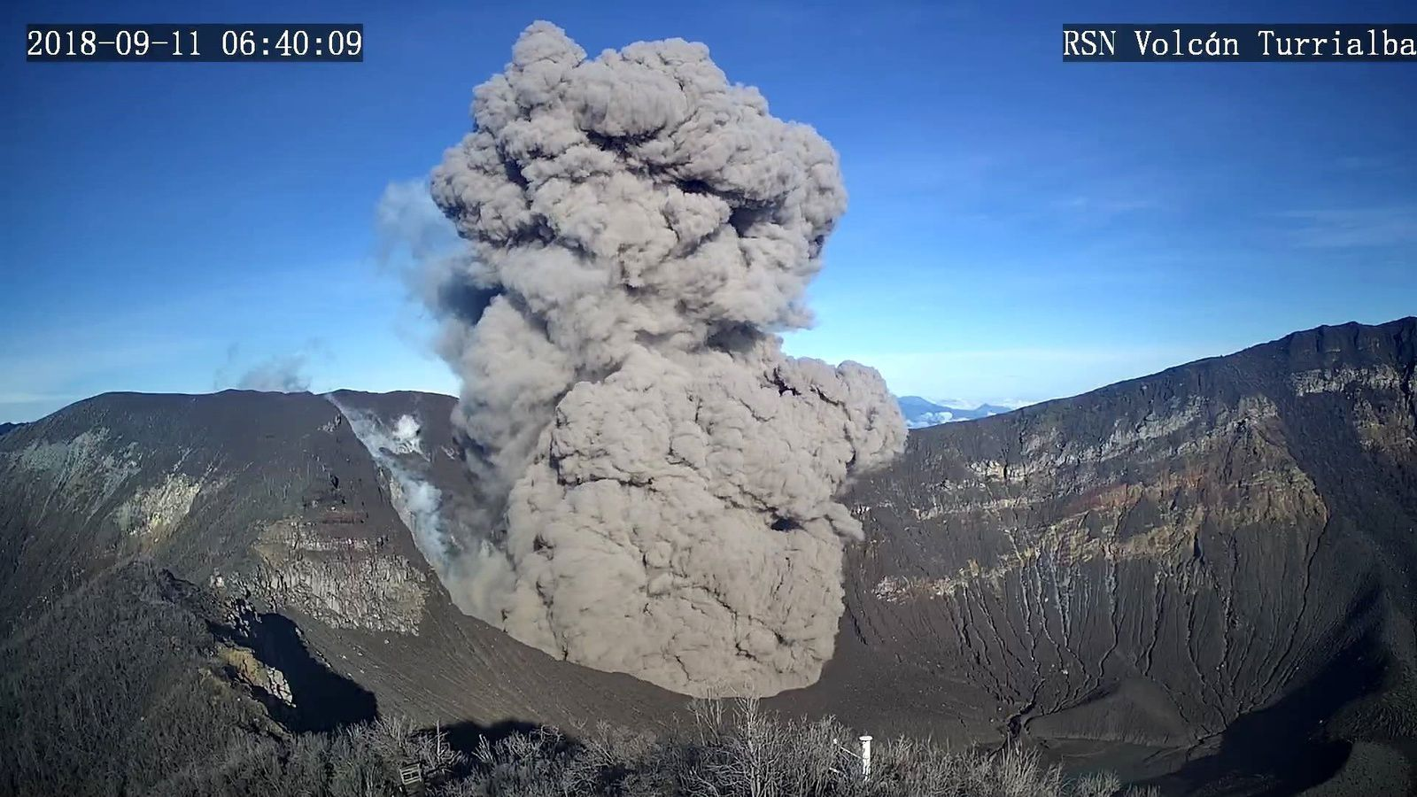 Turrialba - eruption 11.09.2018 / 6h 39 loc. - RSN Webcam