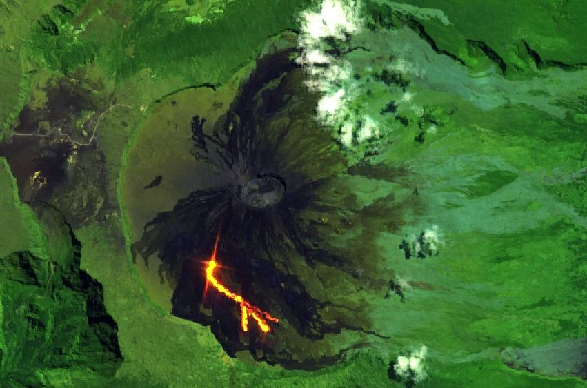 Piton de La Fournaise - first images Sentinel 2 / bands 12,11,4 on 19.09.2018