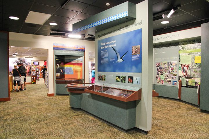 Hawai'i Volcanoes National Park - images of the Jaggar Museum and the Halema'uma'u Observation Deck, that we will no more see, before the eruption and collapses of 2018 - NPS photos