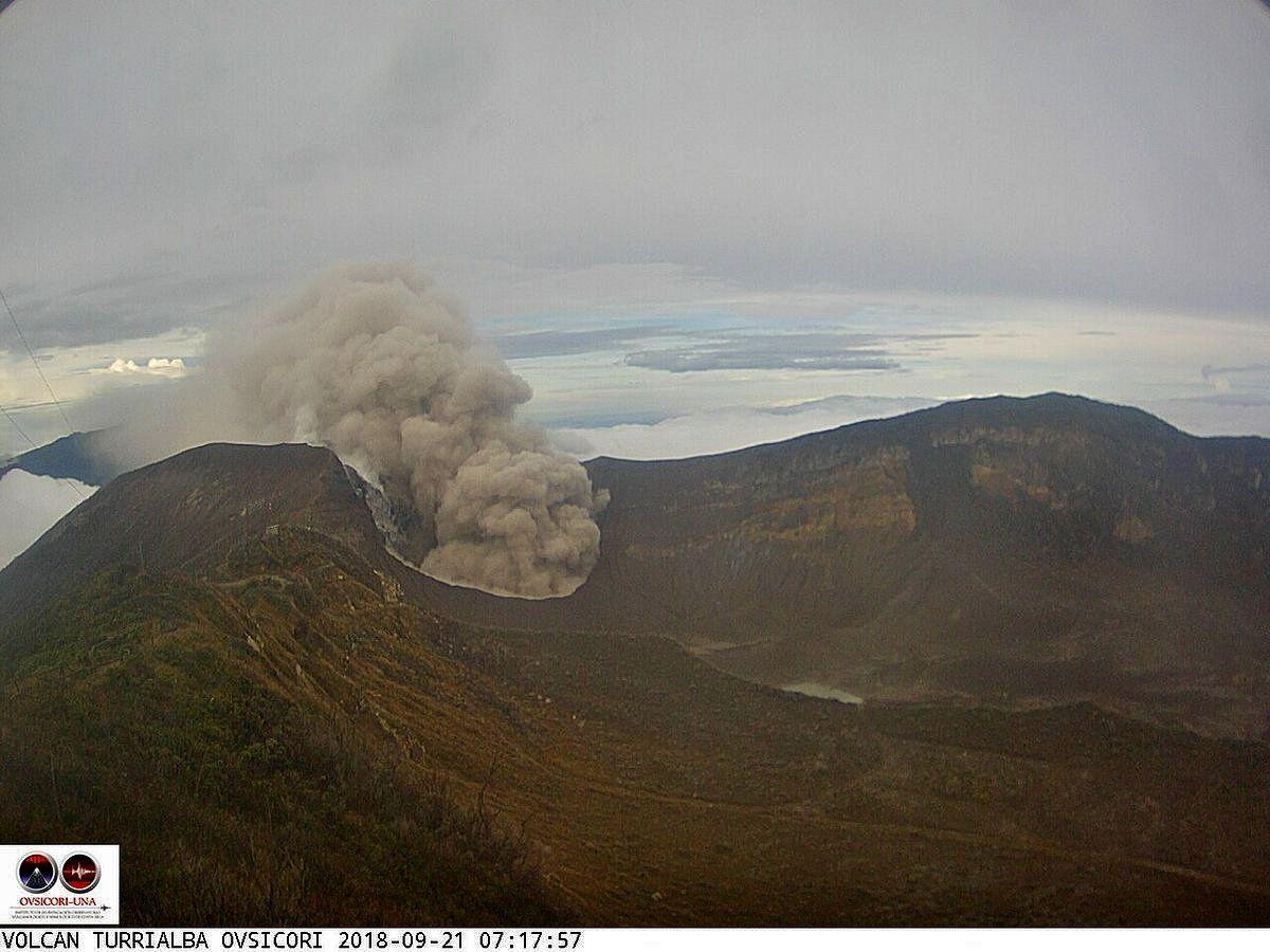 Turrialba - passive emission of ash on 21.09.2018 / 7:17 - webcam Ovsicori